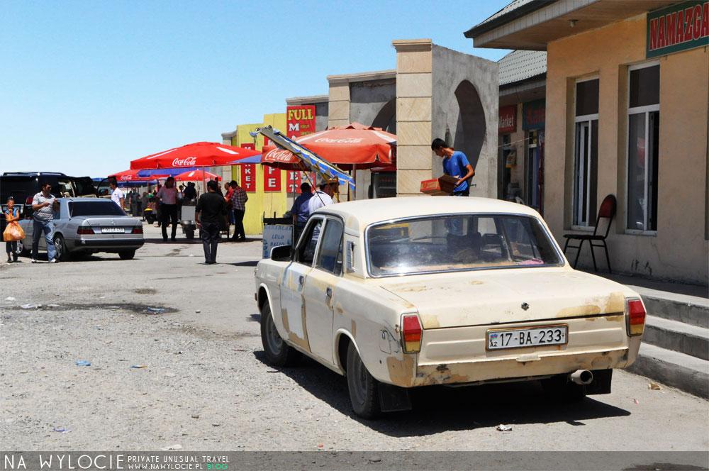 azer100