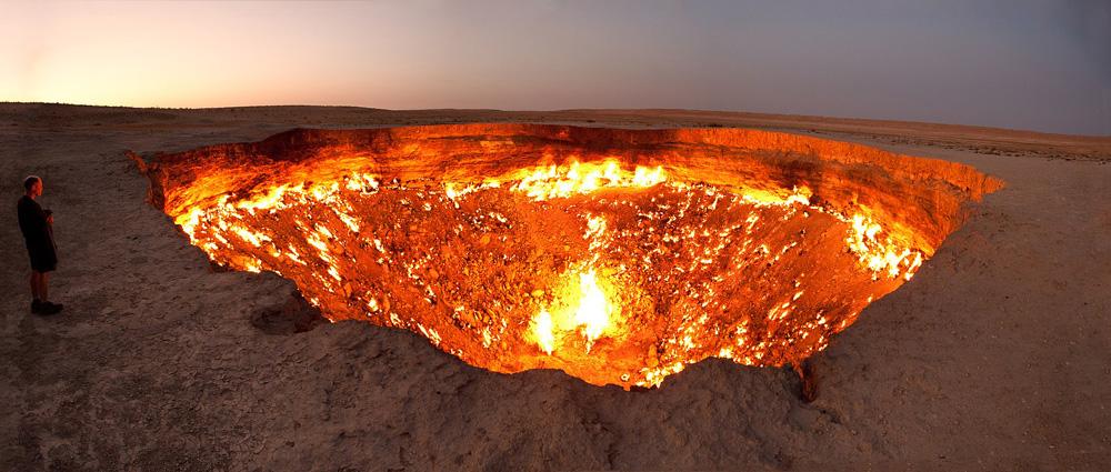Wrota Piekieł na pustyni Kara-kum w Turkmenistanie
