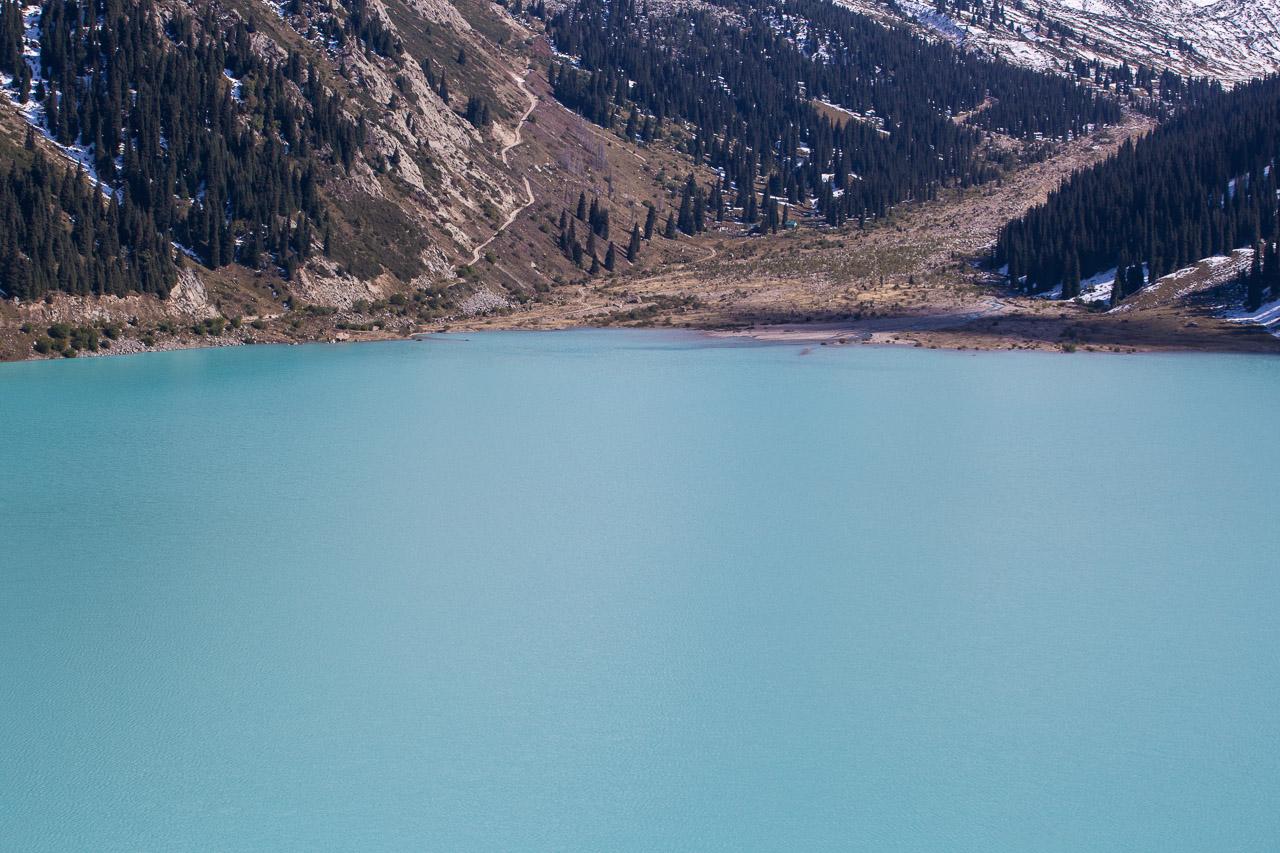 Jezioro Big Almaty Lake w Kazachstanie